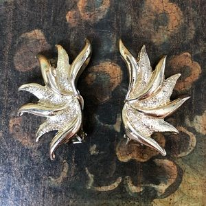 Vintage Gold Tone Clip On Leaf Earrings